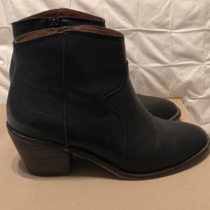 Lucky Brand black western ankle boot